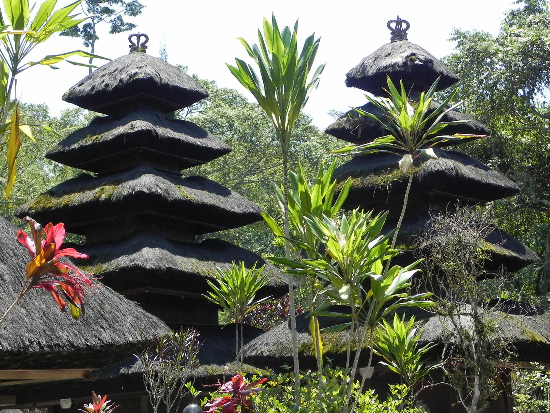 Wunderschöne Tempelanlage am Hang des Batur Vulkan