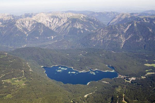 Wunderschöner See von der Zugspitze Tirol