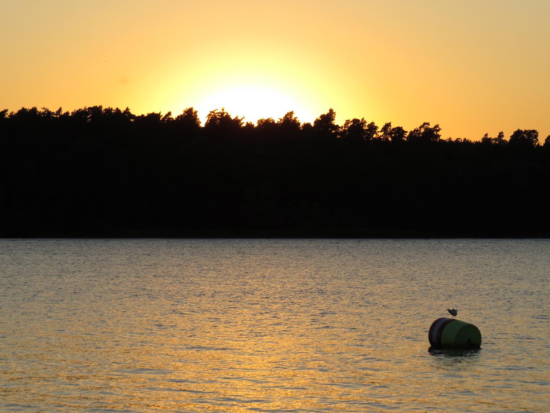 Wunderschöner Sonnenuntergang am Wasser [Waren, Müritz]