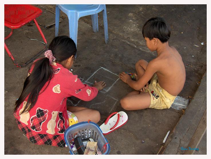 Wurfspiel in Phnom Penh - Kambodscha