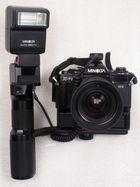 X700 mit Auto Winder G, MD Zoom 28-85mm 1:3.5-4.5, Power Grip 2, Blitz Auto 280PX und Kabel OC.