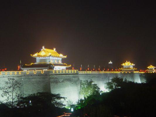 Xi'an Stadtmauer bei Nacht