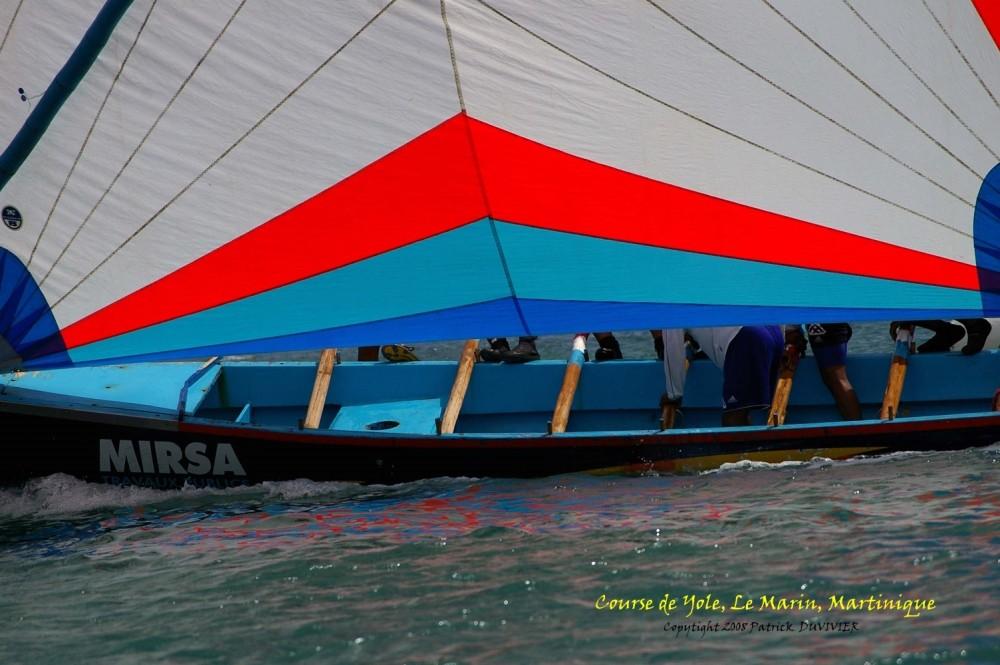 y a t il un barreur dans le bateau ??