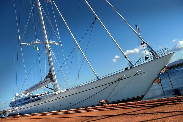 Yacht im Hafen von Olbia