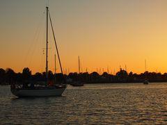 Yacht im Sonnenuntergang IV
