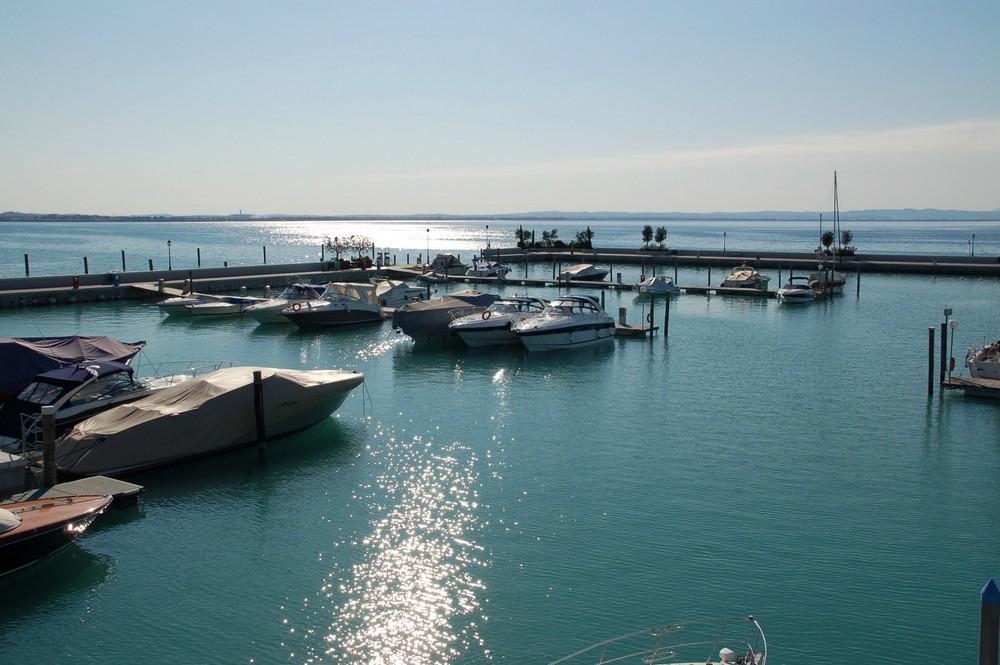 Yachthafen ...