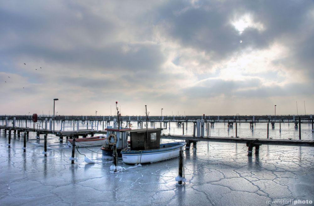Yachthafen Grömitz tiefgefroren