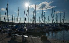 Yachthafen im Gegenlicht ..