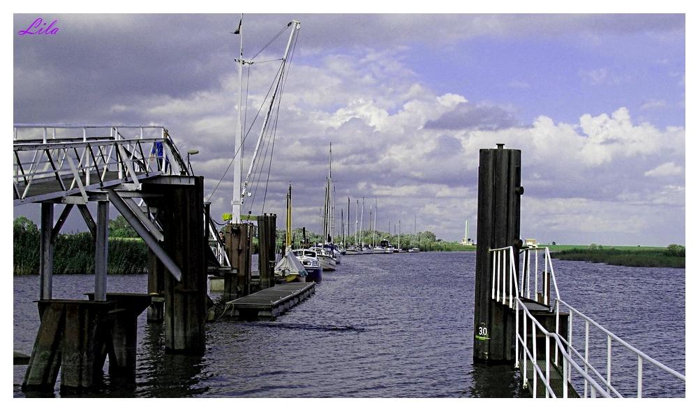 Yachthafen Wischhafen vom alten Faehranleger gesehen