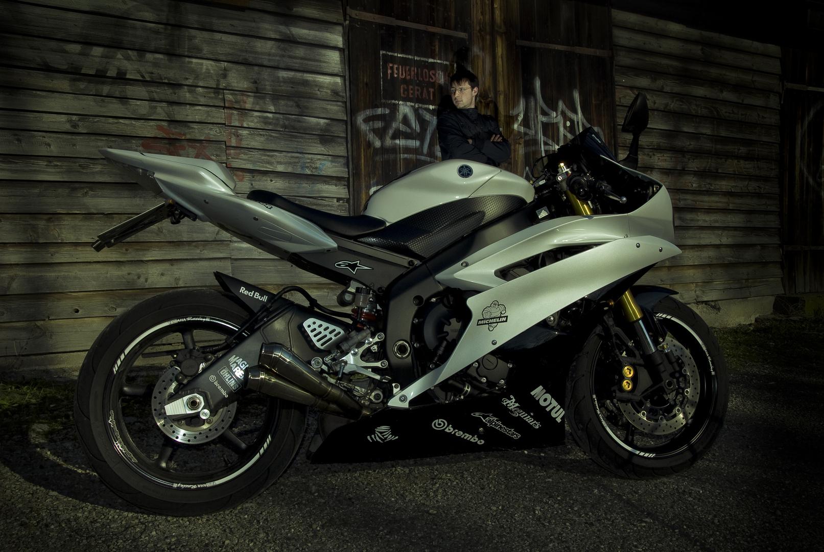 Yamaha YZF R6         NIKON D 80