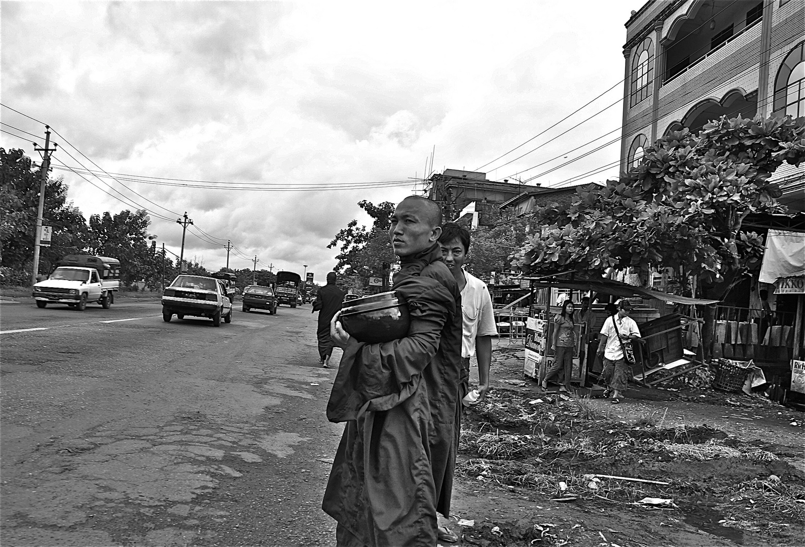 yangon ausfahrtsstrasse, burma 2011