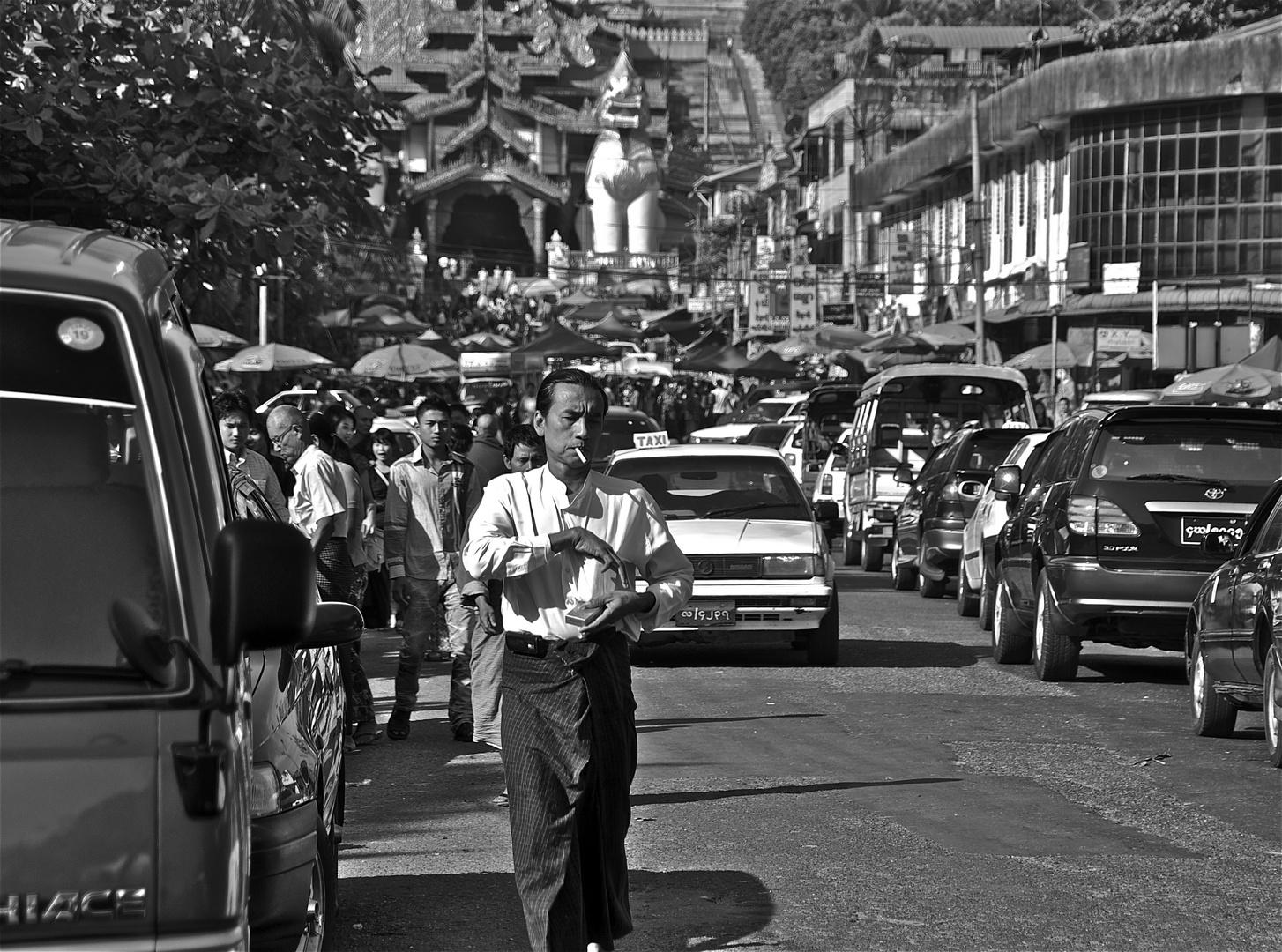 yangon halb zehn uhr morgens, südaufgang shwedagon pagode
