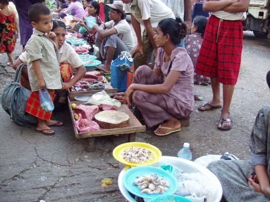 Yangon - Markt in der Anawrahta Rd II