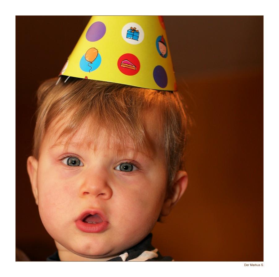 Yeeeeeessss....jetzt bin ich EIN Jahr alt!!!
