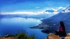 Yo, contemplando el Lago de Atitlan, Solola, Guatemala