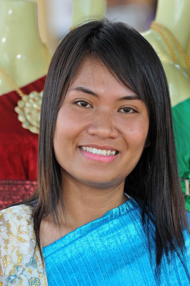 Young Lady at Wat Arun 2