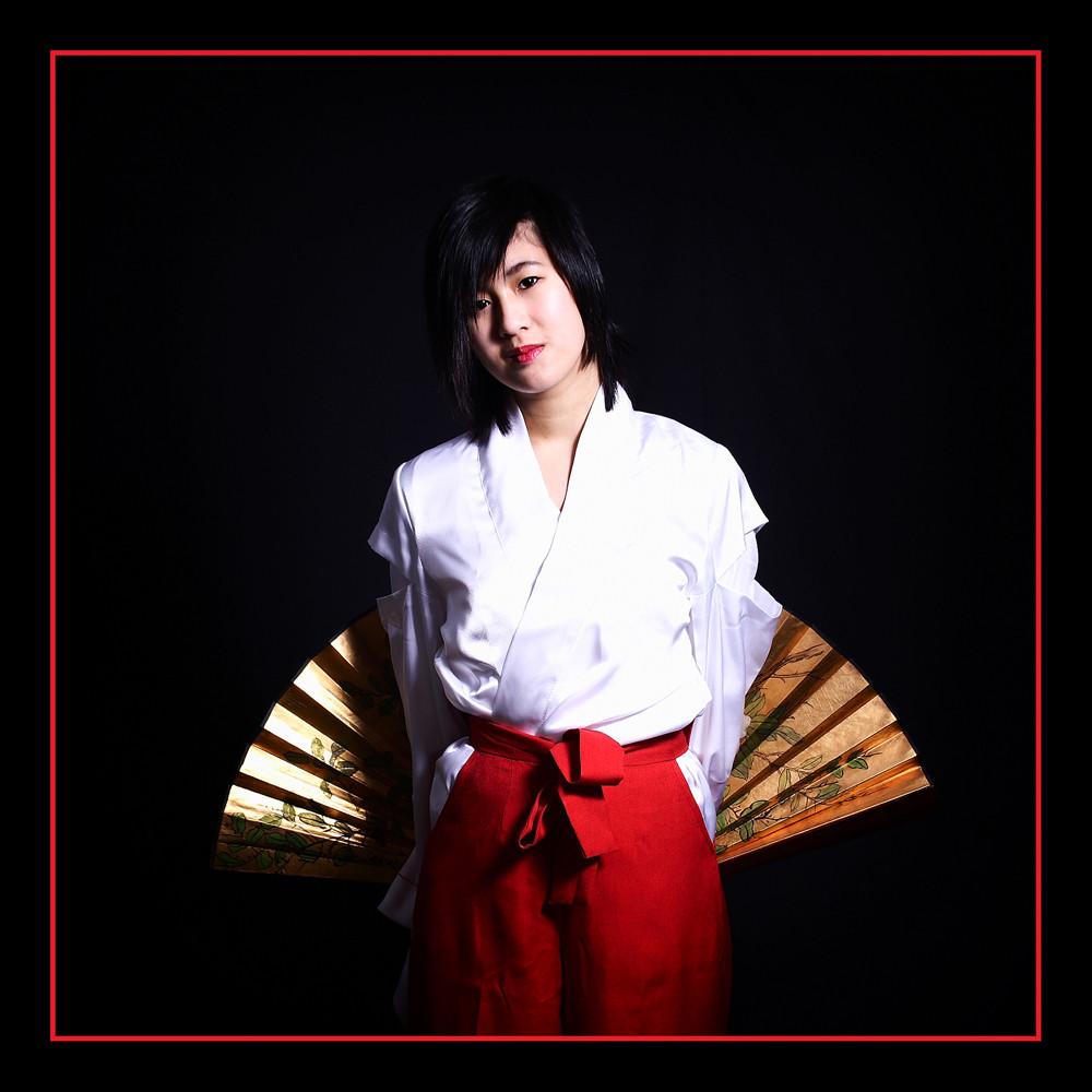 Yumiko mit Fächer