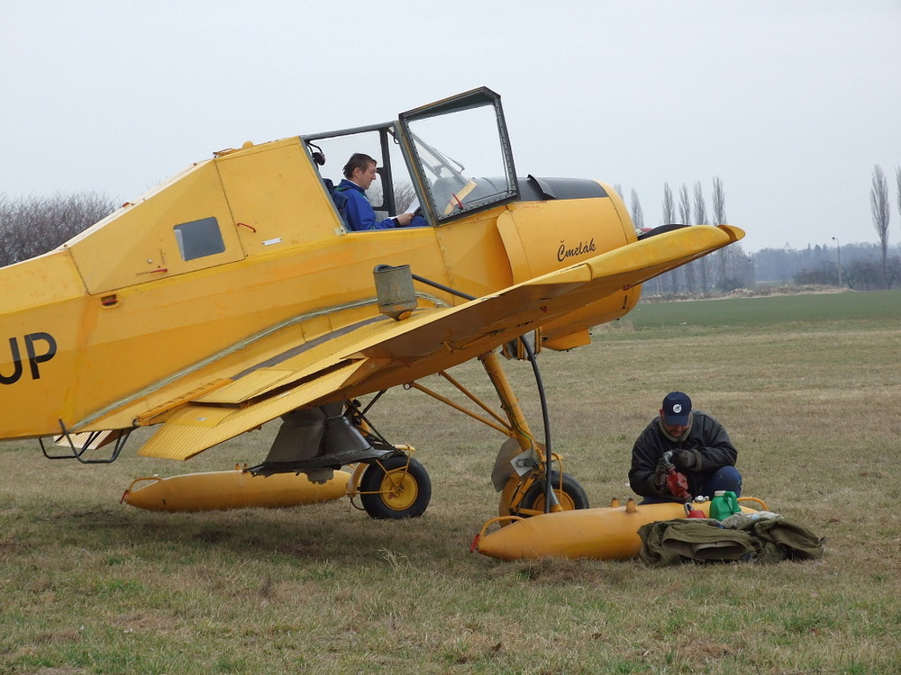 Z-37A Cmelak - refuelling :-)