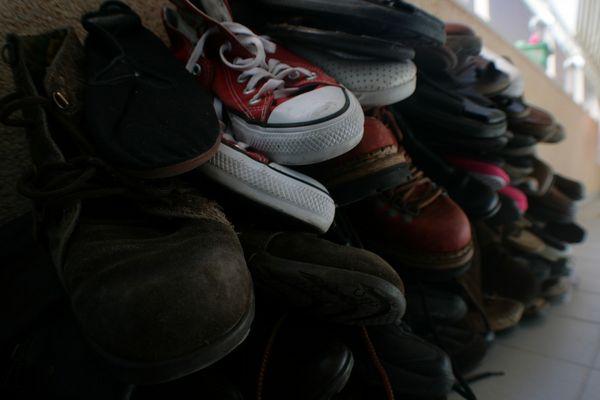 zapatos viejos en el monton