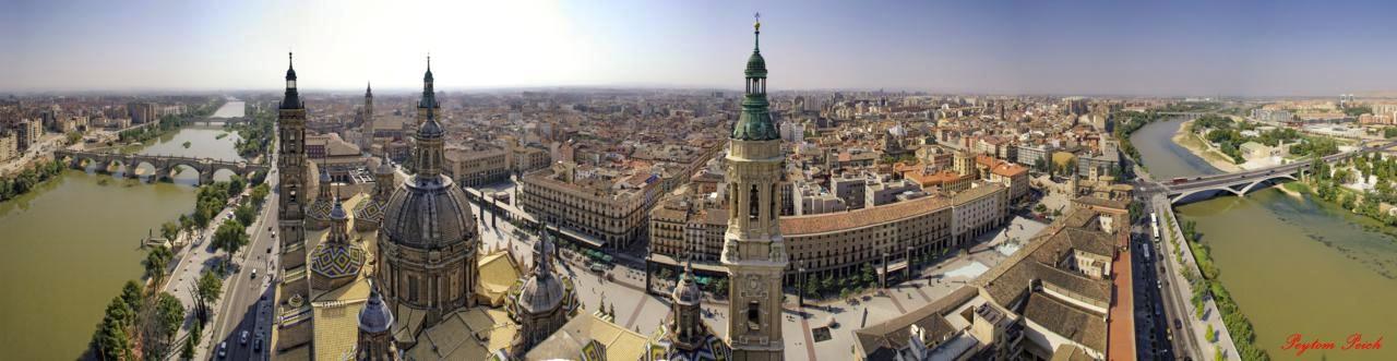 Zaragoza, a sus pies.