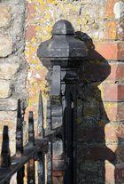 Zaunpfosten mit Schatten