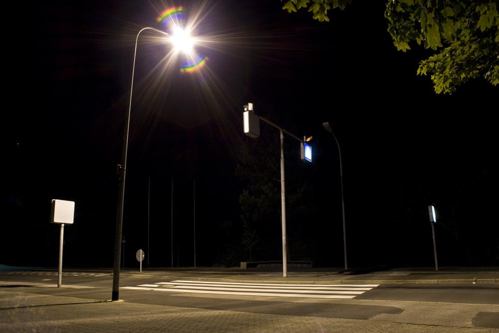 Zebrastreifen bei Nacht