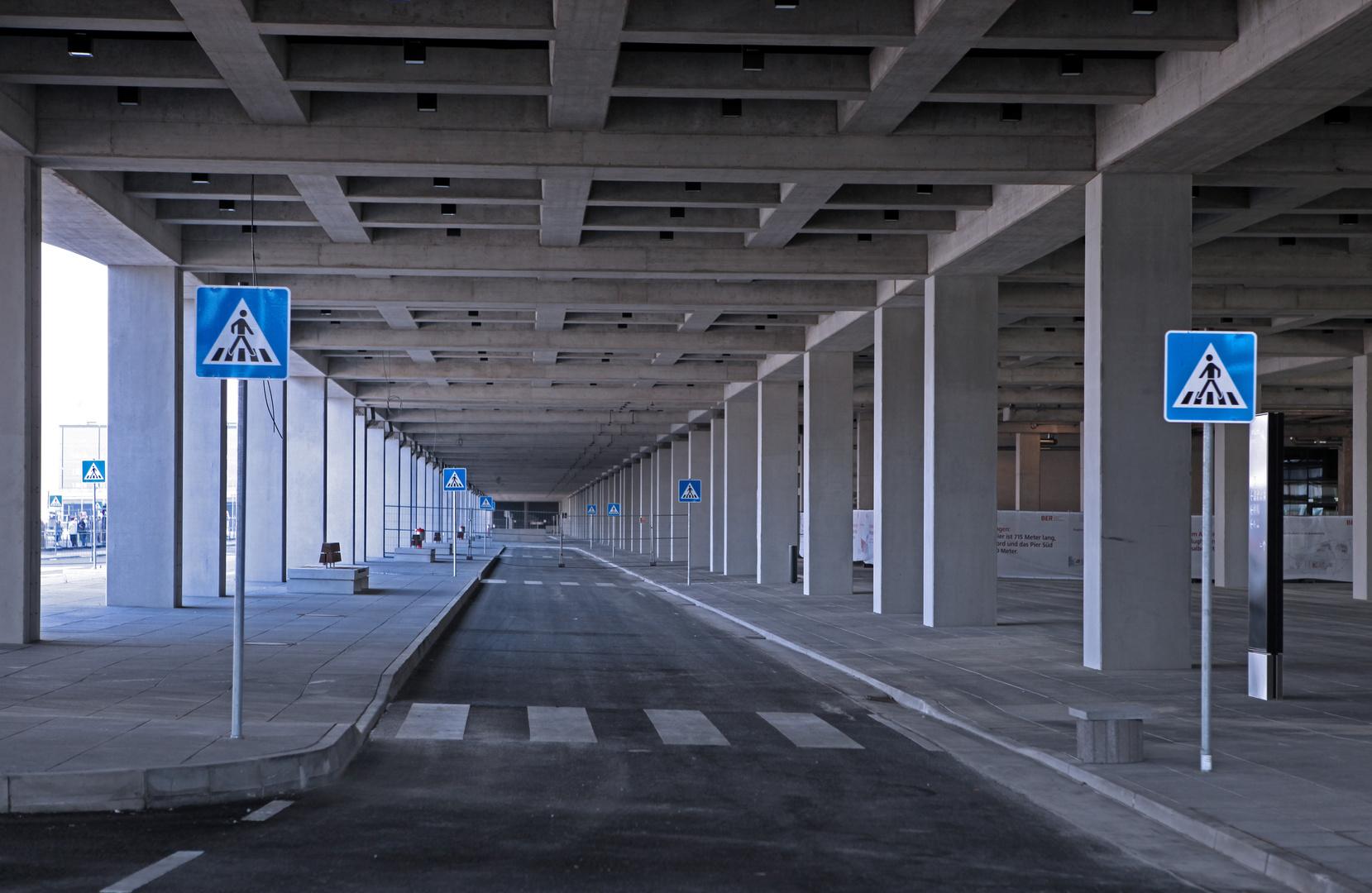 Zebrastreifen-Stillleben am BER