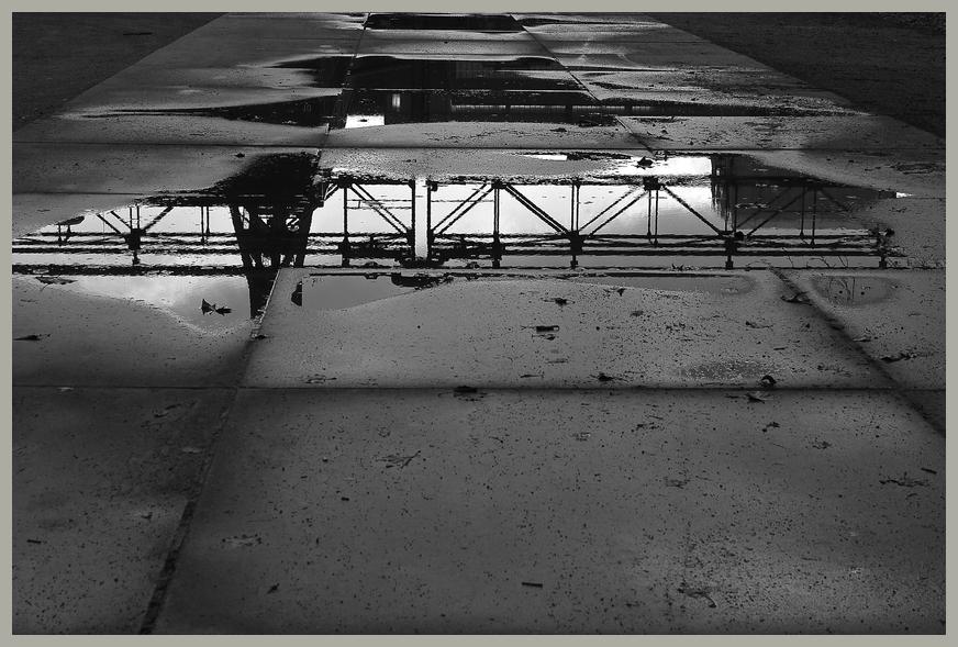 Zeche Zollverein - Parkplatz mit Pfützenbild