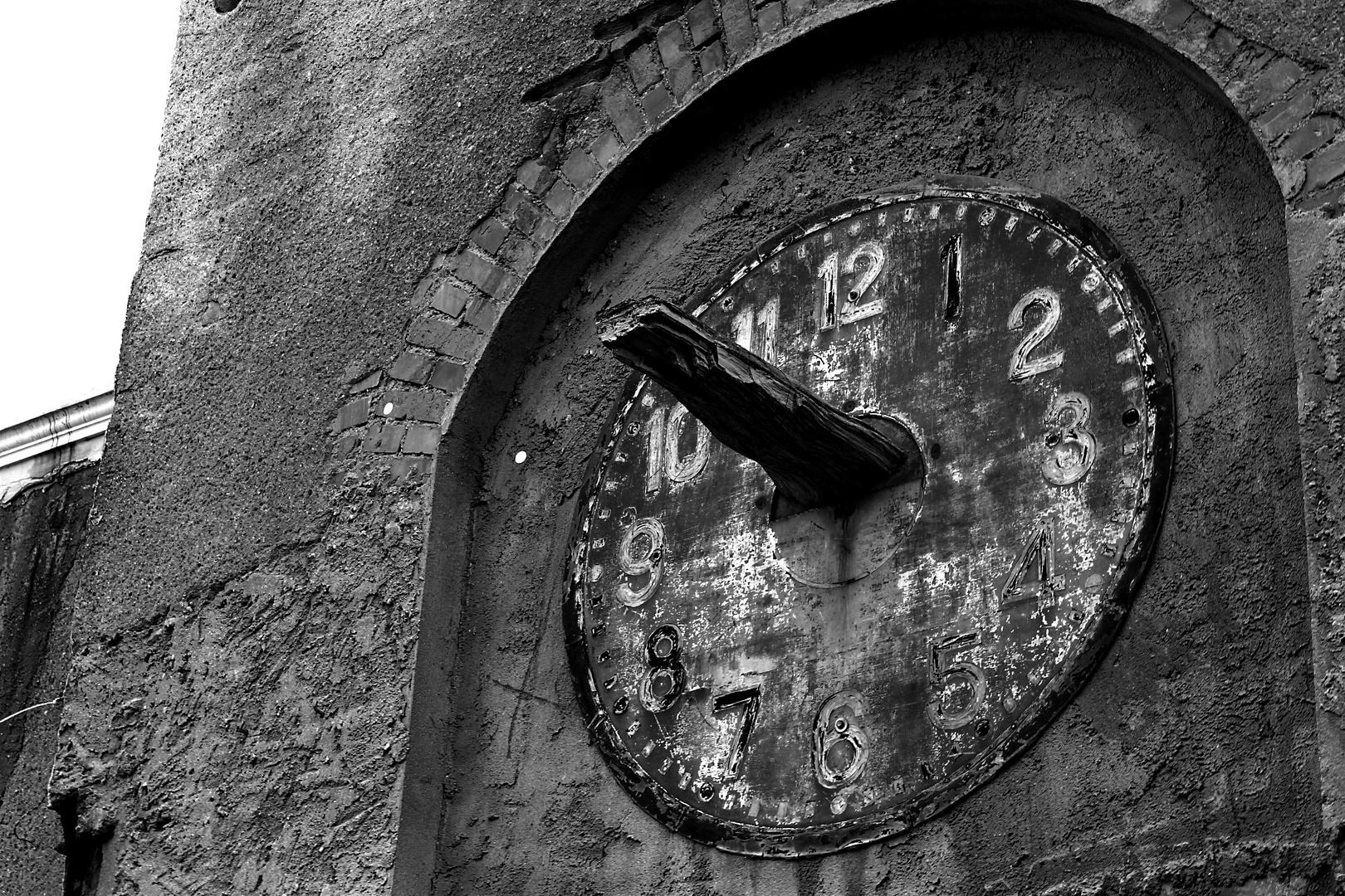 Zeit ist das, was man an der Uhr abliest. (Albert Einstein)