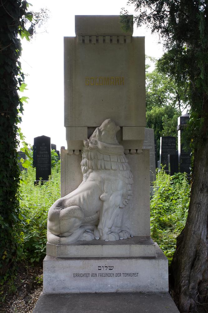 Zentralfriedhof III