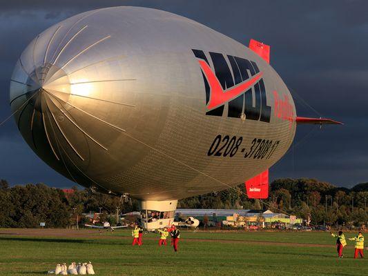 Zeppelin am Flughafen Essen Mülheim