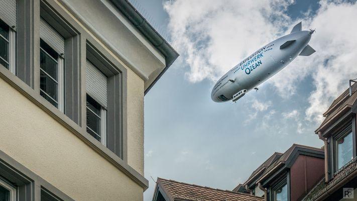 Zeppelin über der Konstanzer Altstadt