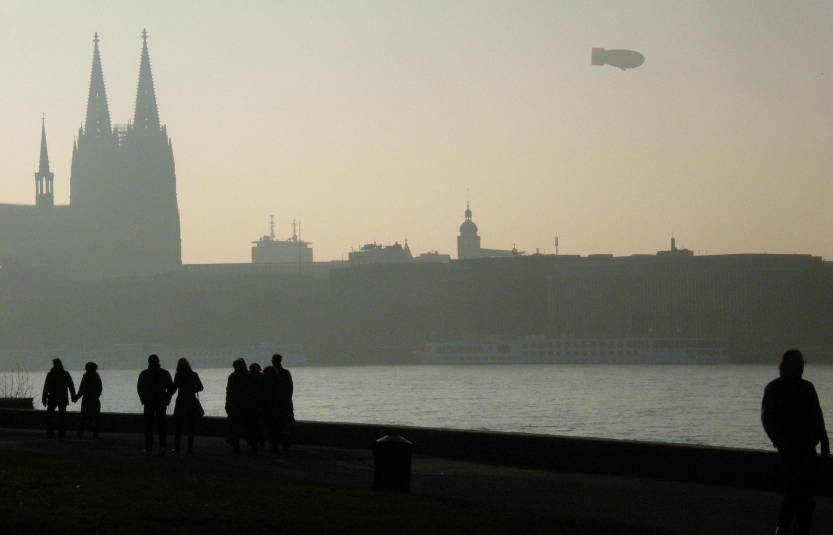 Zeppelin über Köln