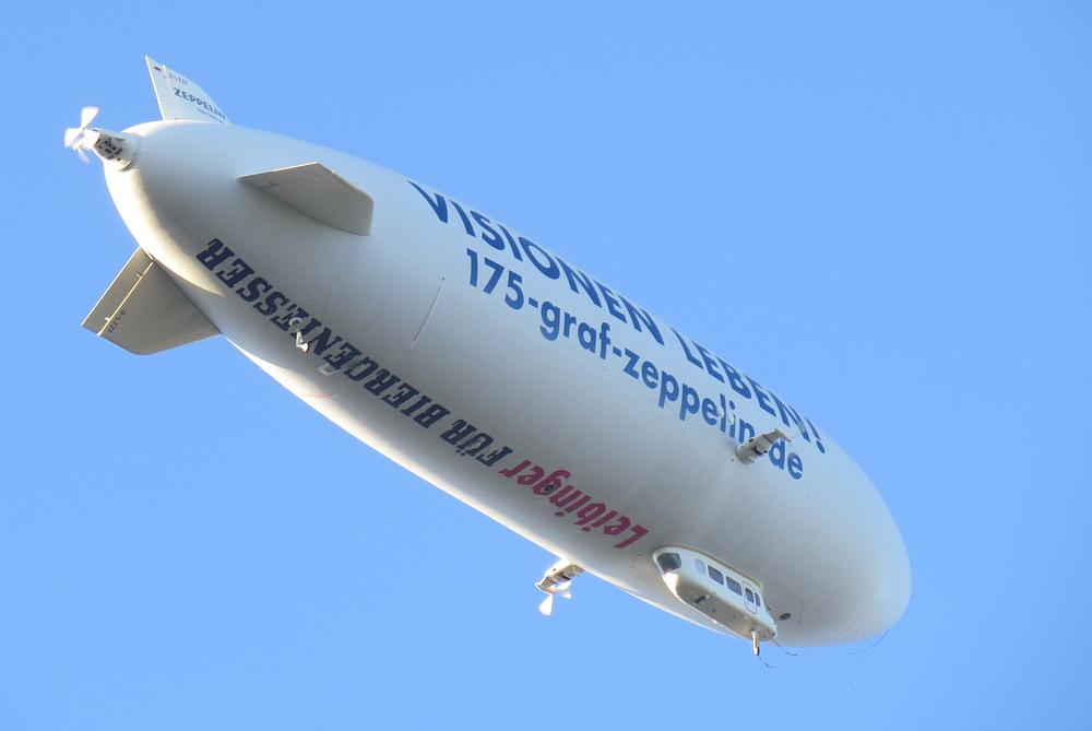 Zeppelin über St. Georgen/St. Gallen