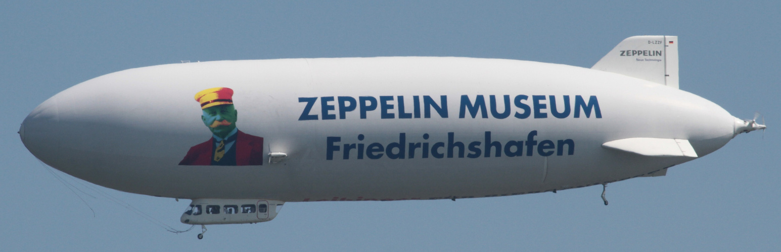 Zeppelin überm Bodensee