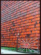 Ziegelmauer mit Sonne