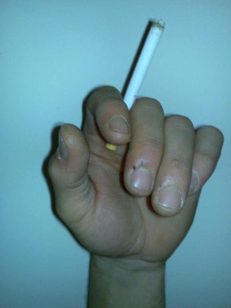 Zigarettenhand