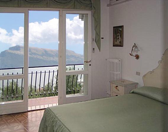 Zimmer mit Blick zum Monte Baldo
