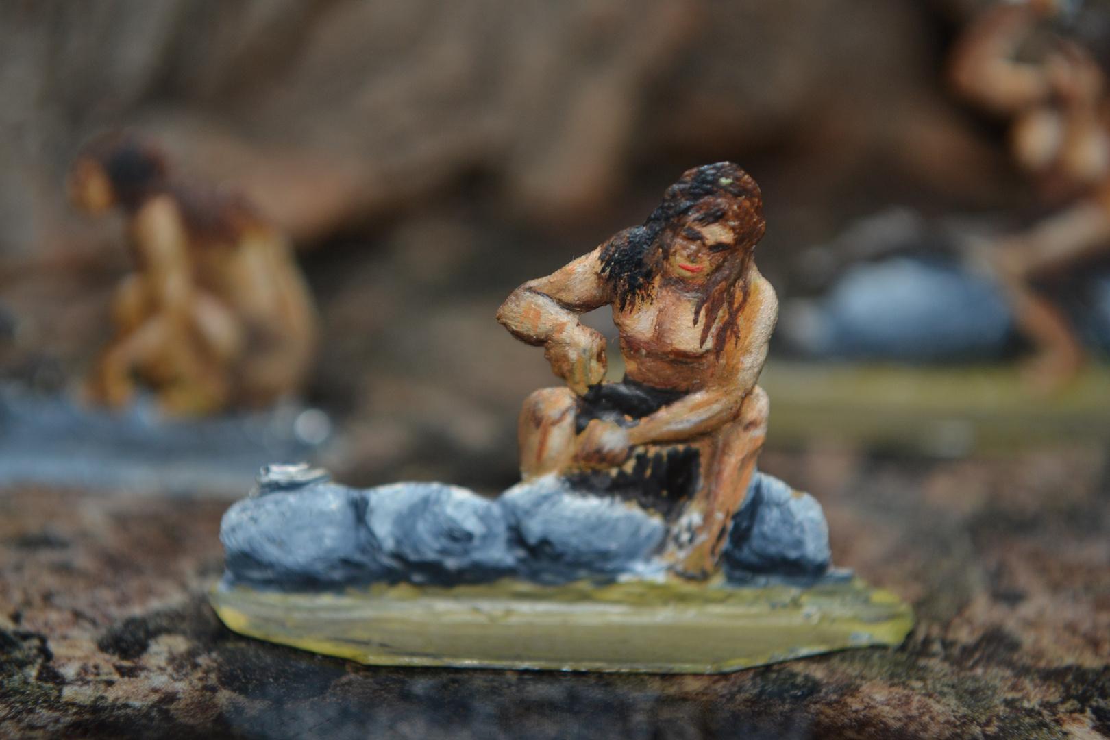 Zinnfiguren, von mir bemalt mit Ölfarben, 1980 : Neandertaler bei der Arbeit - Für Diorahma