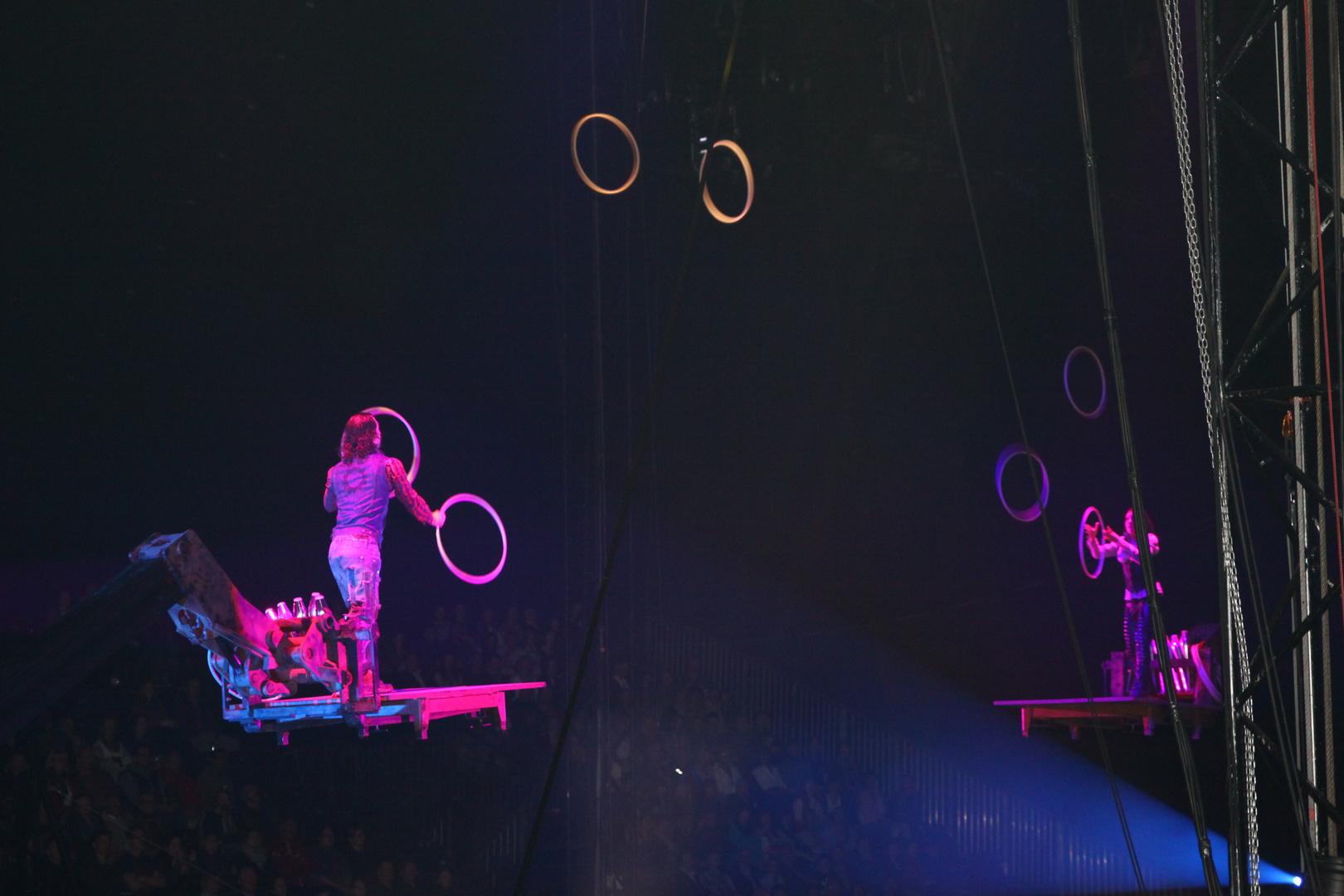 Zirkus Flic Flac .... Throw it ....