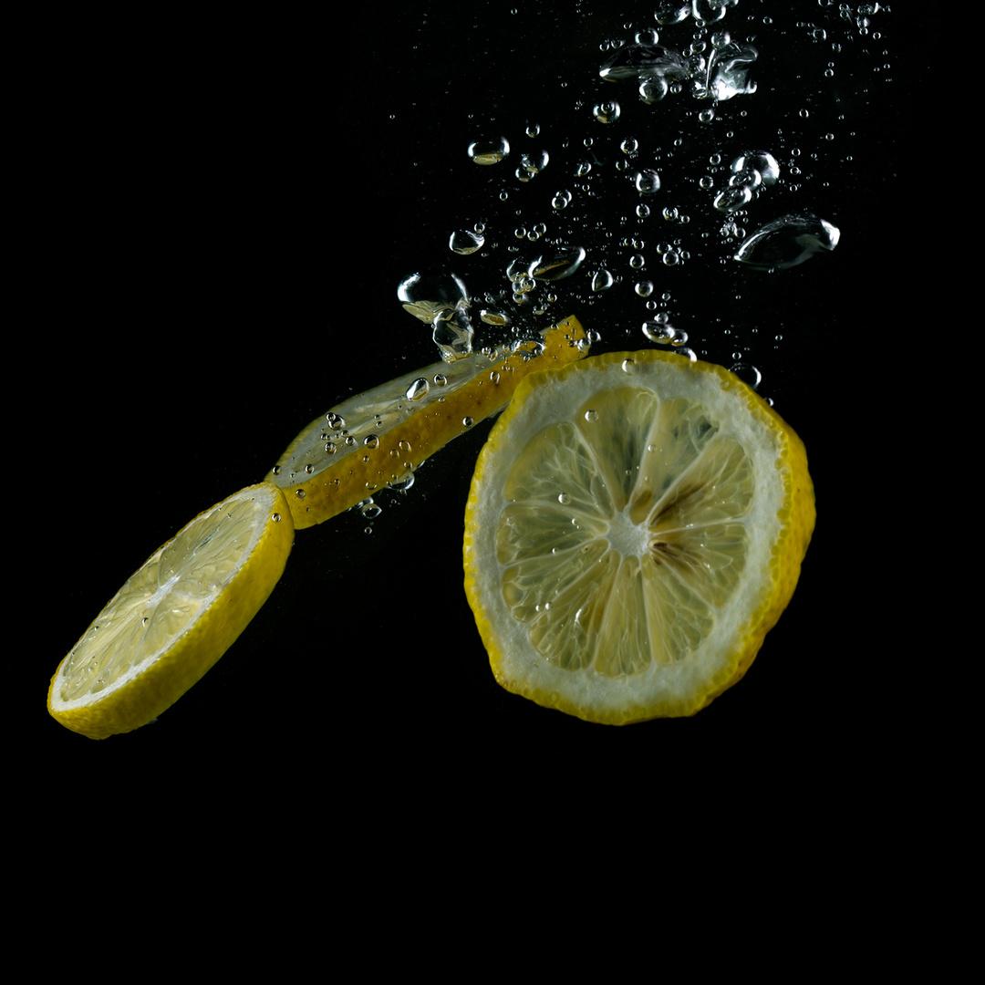 Zitronen beim Abtauchen