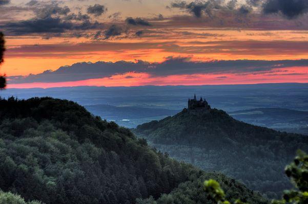 Zoller-Burg im Abendrot