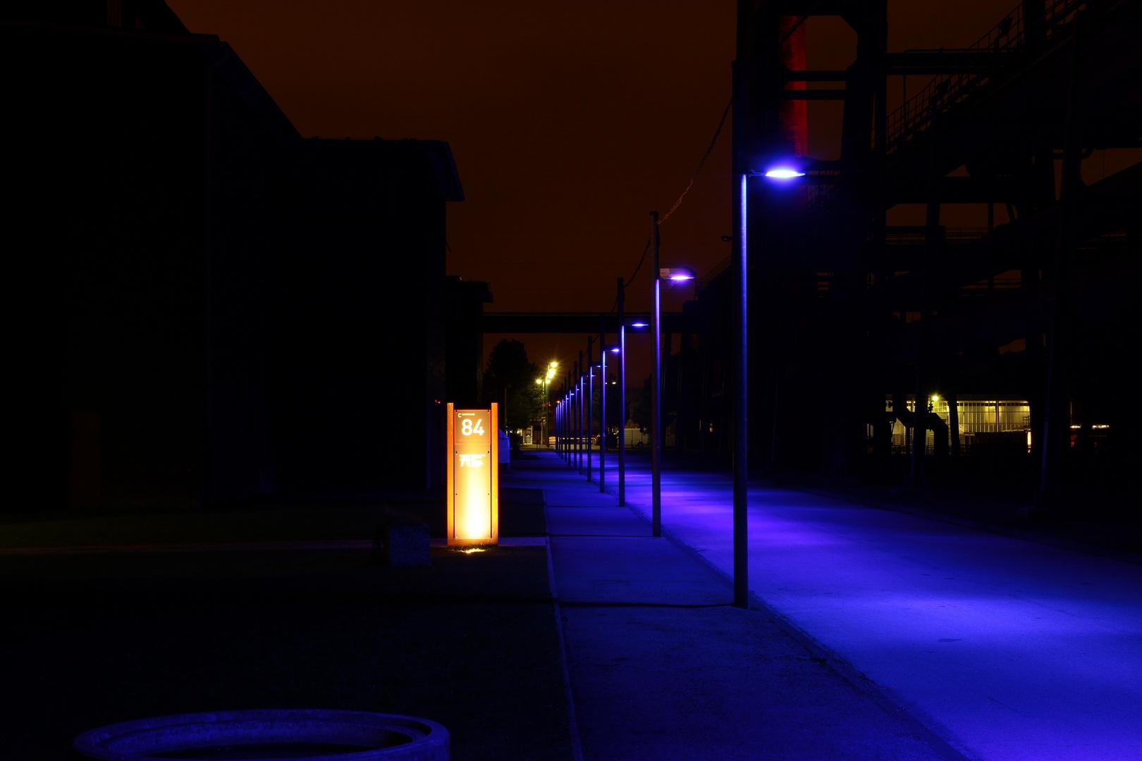 Zollverein (blauer Weg bei Nacht)