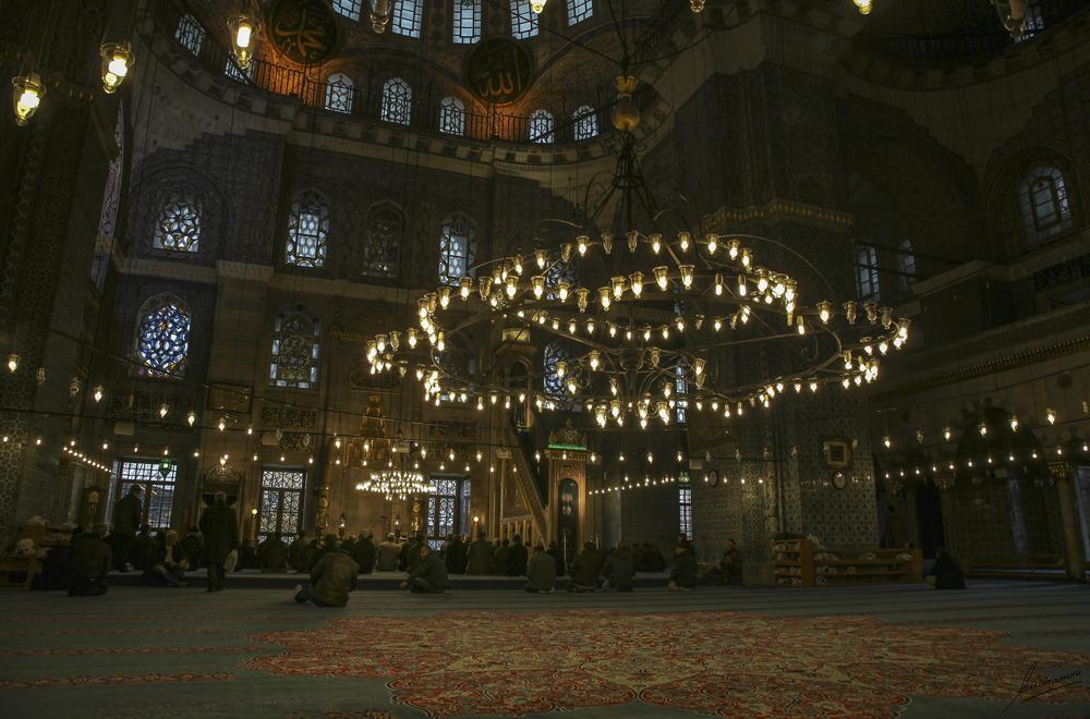 Zona central de oración Yeni Cami Mezquita Nueva (Estambul Turquia)