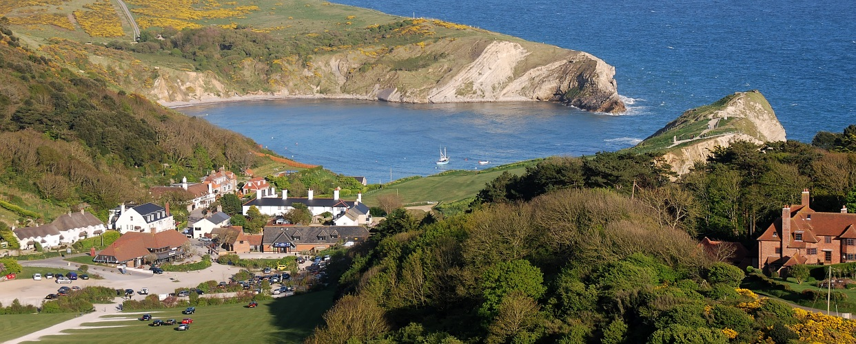 Zoom in Lulworth Cove