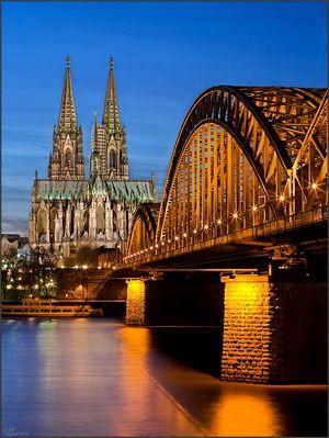 Zu blauer Stunde in Köln
