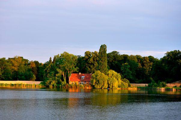 Zu diesem Haus am Heiligen See schwimme ich morgens immer rüber ...