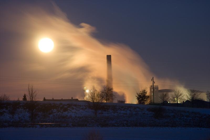 Zuckerfabrik in einer Vollmondnacht 1