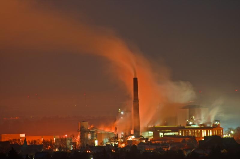 Zuckerfabrik in einer Vollmondnacht 3