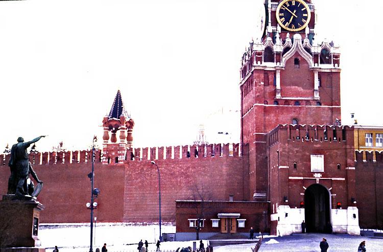 Zufahrt vom Roten Platz zum Ministerratsgebäude